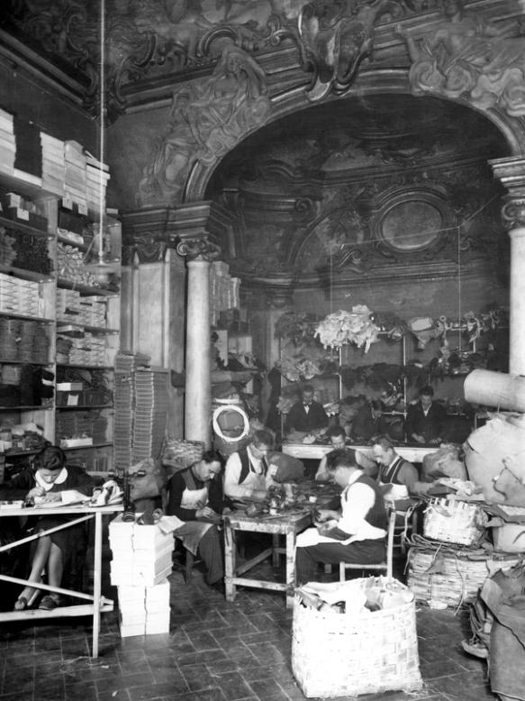 Laboratorio Salvatore Ferragamo 1937 - archivi Alinari Firenze