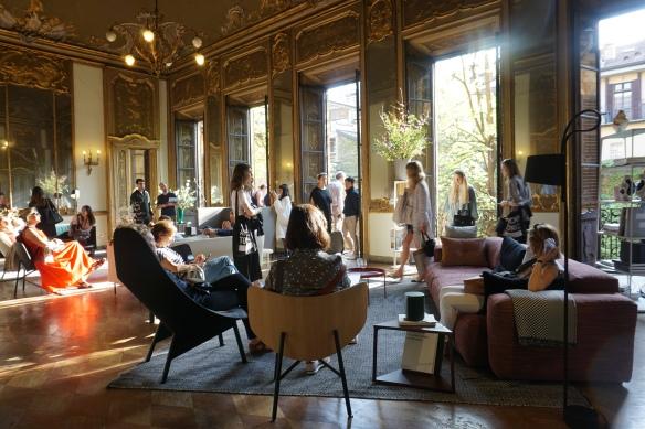 foto 05- A Dinamarquesa Hay decorou todo o Palácio Clérici, Lindo!