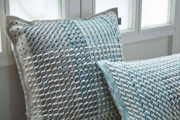 Canevas geo green cushions image 1_detail 2