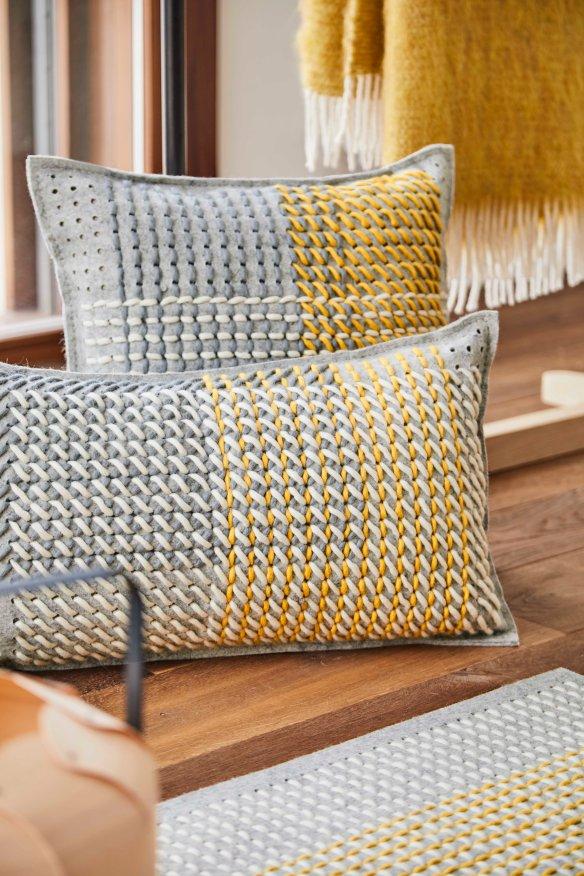 Canevas geo grey cushions image 2_detail 2